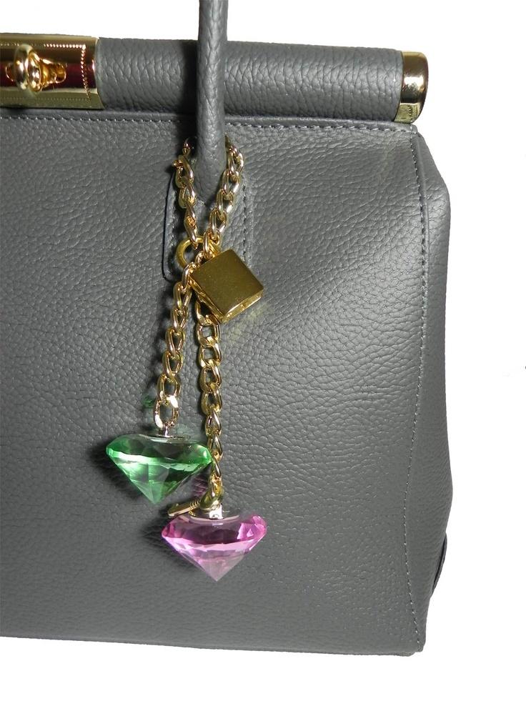 #Marilyn #love #bag #millenniumstar #grigia #diamanti    http://www.millenniumstar.it/borse-da-donna-millennium-bag/1132-marilyn-borsa-da-donna-in-pelle-di-colore-grigio.html
