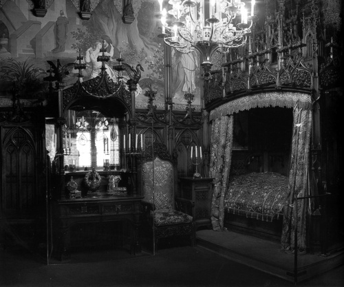 Dark Victorian Bedroom 14 best gothic bedrooms images on pinterest | canopy beds, bedroom