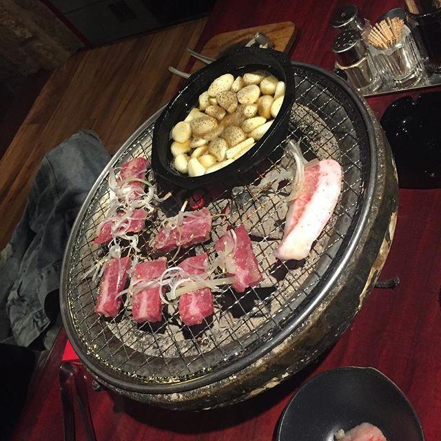 🐃 🐖 🐓 えーっと、、 今日も迷わずお肉でございます😍 ・ 帰る前の御褒美に♡♡ とんと太っとこうかな笑 ・ あ。いかん 術前検査、引っ掛からん程度にね。 ・ ・ #焼肉 #焼き肉 #肉 #にく #niku #meet #pork #beef #chicken #ご馳走 今日ゎ#食べ放題じゃないところ #ドリンク飲み放題 #🍷 どうせなら #小田原牛 食べたいところ😭 #今日の晩ご飯 #華土 ってなにー笑 #豚トロ 大好き♡笑 今日も#ニンニク 明日も#ニンニク #ニンニク 食べたら明日が怖い😂w でも、ニンニクスキ❣️ ・ 明日ゎ#温泉 #♨ 入って帰るぞ🙌🏻 ・ 只今、#栃木 #満喫中 #栃木県 #宇都宮 #tochigi #utunomiya 高知よりは#都会 でも#何もないww