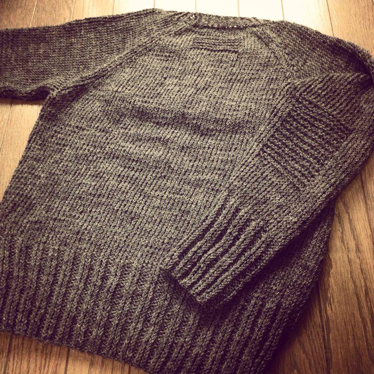 首の付け根と肘当てにガーター編みいれた。