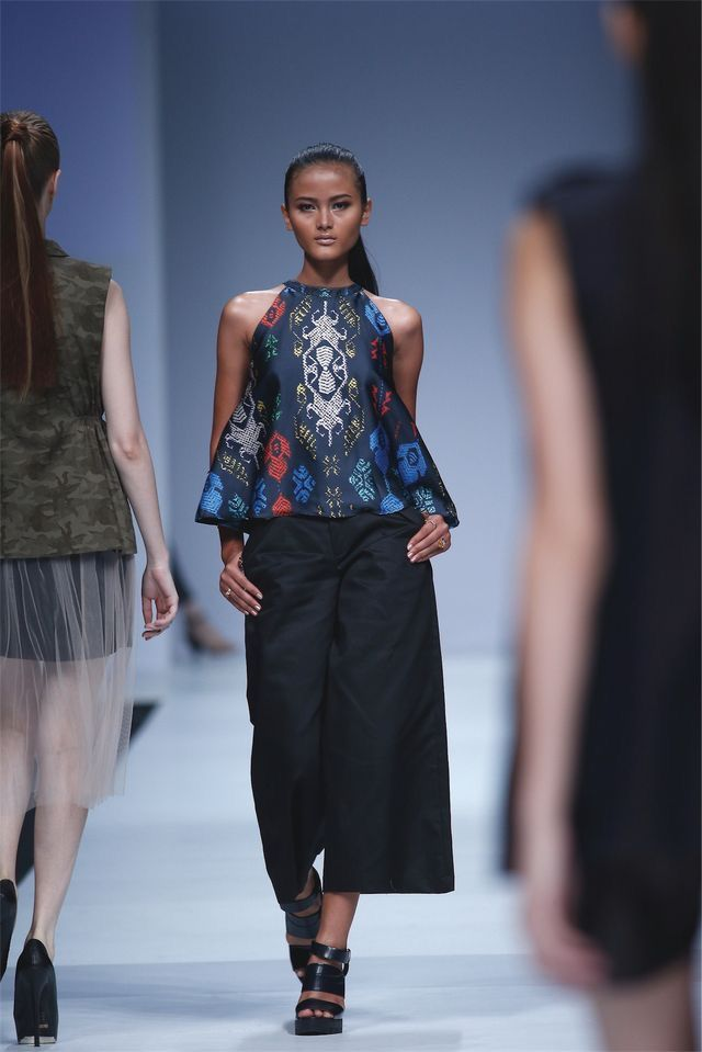 Model Claudia Muazin rocked our signature Balinese inspired print top for Jakarta Fashion Week 2015.