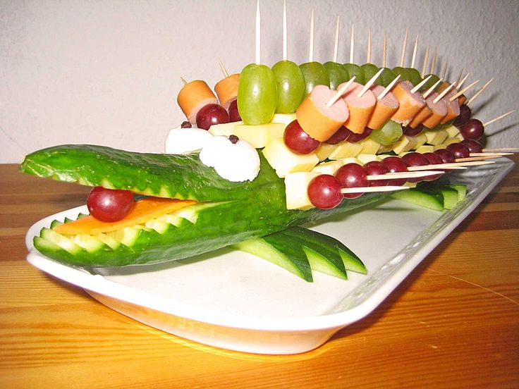 gurkenkrokodil salate obst gemuse pinterest snacks buffet and food