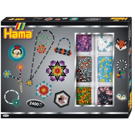 Prążkowane Koraliki Zestaw Hama 3714 dla Dzieci od lat 5 - Activity Box Midi to aż 2400 różnokolorowych, prążkowanych koralików.   W zestawie: sorter na koraliki, dwie podkładki: w kształcie koła i sześciokąta, instrukcję, graficzny projekt, sznureczek oraz papier do zaprasowywania.  Sprawdźcie sami:) Miłego Poniedziałku:)  http://www.niczchin.pl/koraliki-hama-midi/2453-hama-3714-activity-box-midi-prazkowane.html  #koraliki #hama #midi #prazkowane #zabawki #niczchin #krakow