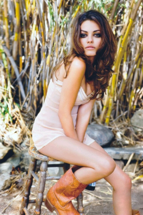 mila kunis - love this sitting pose#Repin By:Pinterest++ for iPad#