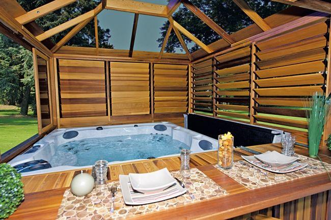 1000 id es sur le th me hot tub privacy sur pinterest for Spa exterieur couvert