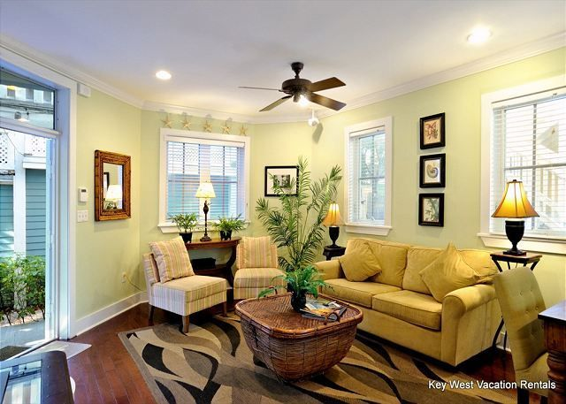 Key West House Rental   Beautiful Living Area With Queen Sleeper Sofa And  Ceiling Fan