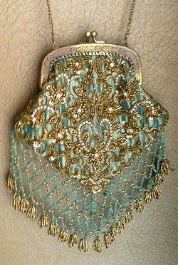 Love this vintage beaded bag. Great design.