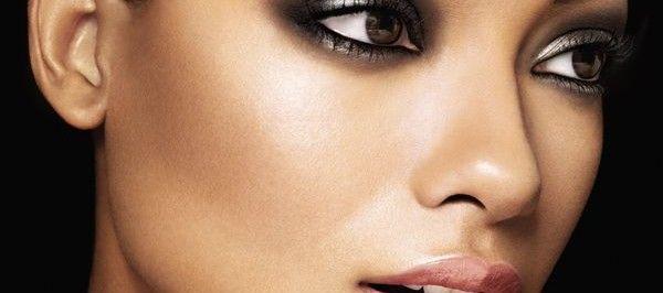#bemakeupartist Buongiorno amiche! #Capodanno2013 si avvicina e molte di noi stanno già pensando al #makeup da indossare in questa magia notte! E cosa meglio di uno #smokey #eyes può darci quell'aspetto impeccabile e seducente!   Ecco come realizzarlo: http://www.bemakeupartist.com/trucco-per-capodanno-2013-tutti-segreti-per-un-perfetto-smokey-eyes/