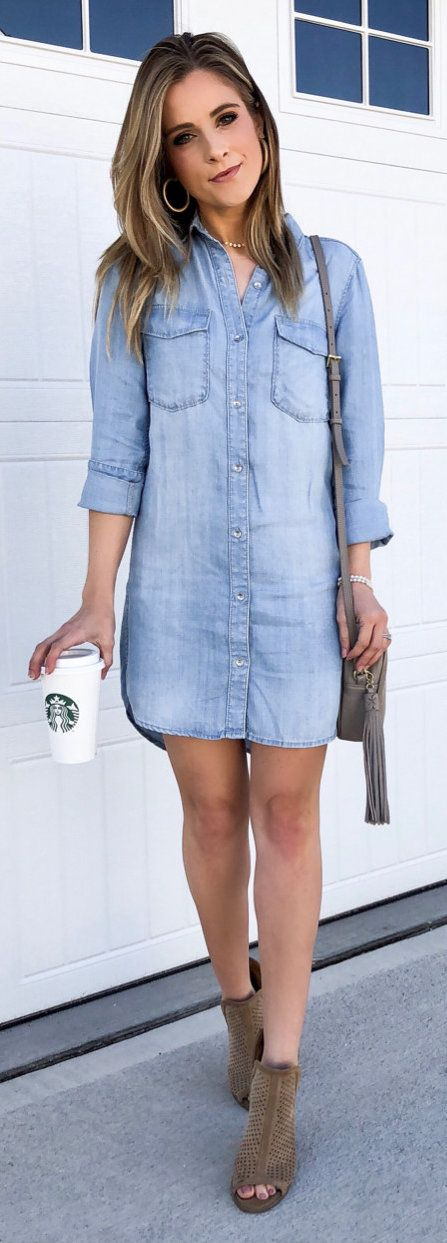 #spring #outfits woman in blue chambray button-up dress standing beside wall. Pic by @courteink