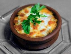 Fırında mantarla pişirilen harika bir karides güveç tarifi.
