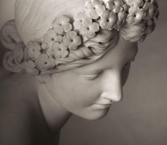 """Je suis belle ô mortels ! comme un rêve de pierre,  Titre emprunté au poème de Charles Baudelaire """"La Beauté"""".  La Nymphe Salmacis François-Joseph BOSIO (1826) Musée du Louvre - Département des Sculptures (Paris)"""