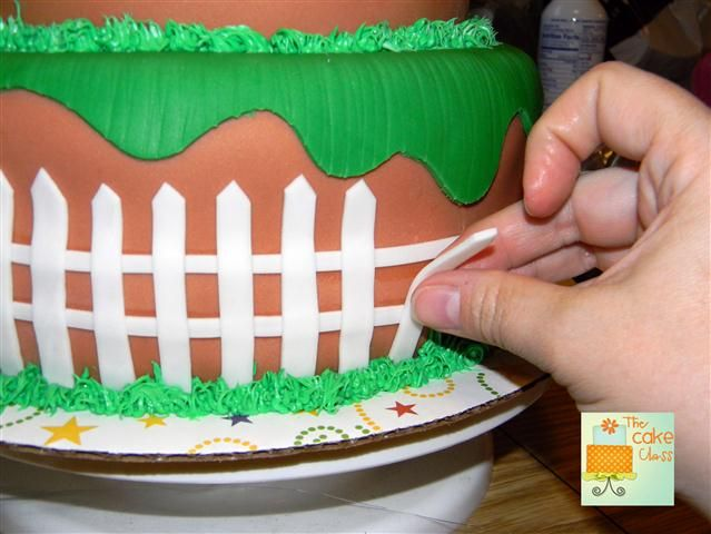 The Cake Class: Plants vs Zombie Cake Tutorial Step 1 - Making a Fondant Fence
