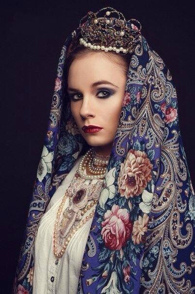 Old Russian styling with Pavlov-Posad shawl