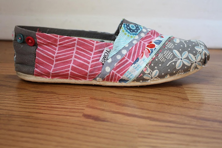 Instructions and Tutorial on covering your old Toms with fabric!  Love this idea!