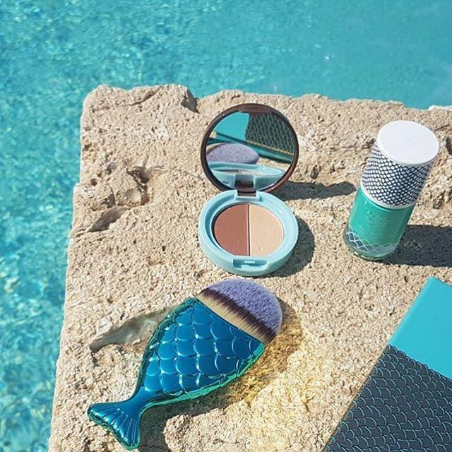 Reposting @aufeminin_com: On adore la @beautiful_box_officiel de juillet sur le thème The Little Mermaid ! 😍 Difficile de faire mieux comme sélection pour l'été ! Vous êtes abonnées ? _________________ #aufemininloves #aufeminin #beautifulbox #love #need #summer #happy #smile #liveauthentic #sirene #mermaid #mermaids #makeup #makeupforever #makeupaddict