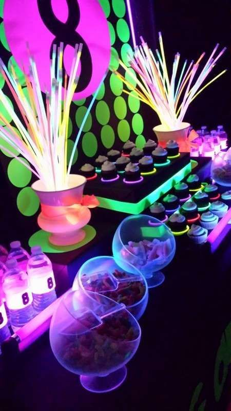 Neon / Glow in the Dark Birthday Party Ideas. What fun! This is the best teen/tween birthday party idea!