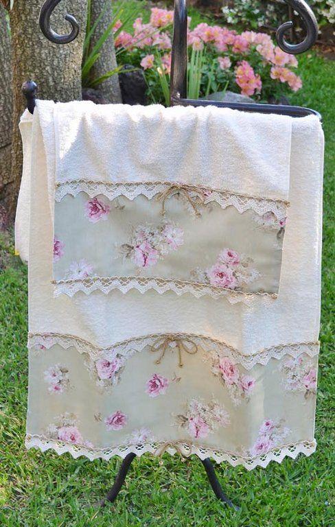 COPPIA SPUGNE Linea PARIGI Mod. 02 - PatriziaB.com  Asciugamani avvolgenti e dalla grande assorbenza, sono sapientemente rifiniti da una pregiata bordura in tessuto con delicato motivo di rose