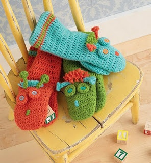 Puppets- Free Ravelry Pattern. --- I might try to find some super soft cotton and make some bath mits for my baby girl.