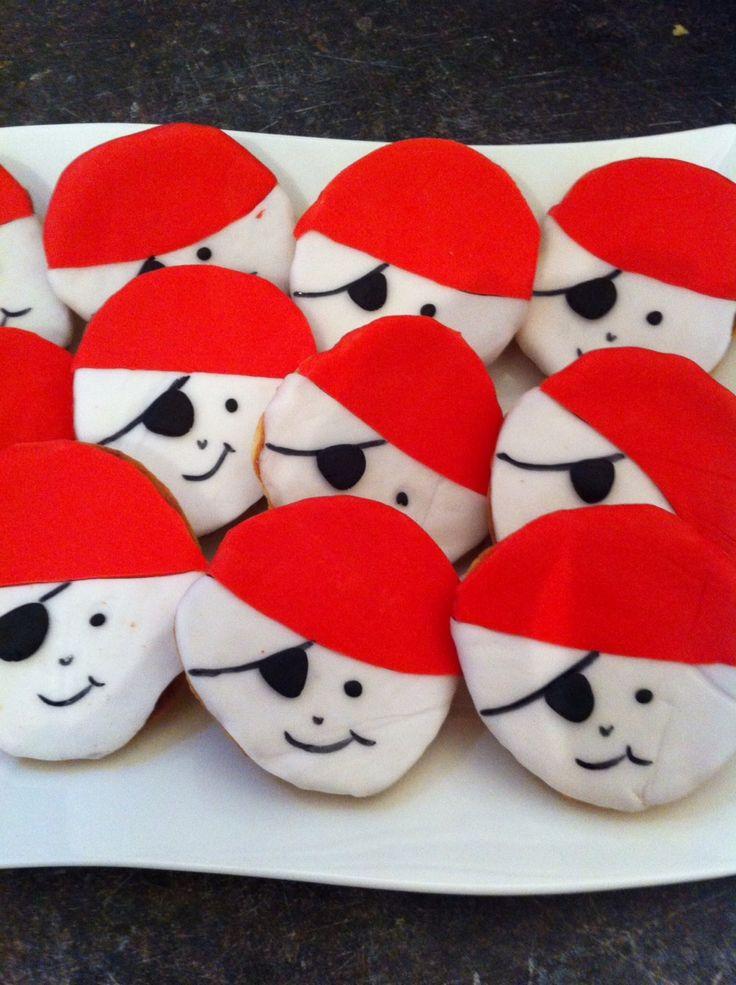 Die besten 25+ Thema zirkus cupcakes Ideen auf Pinterest Zirkus - piratenparty deko kaufen