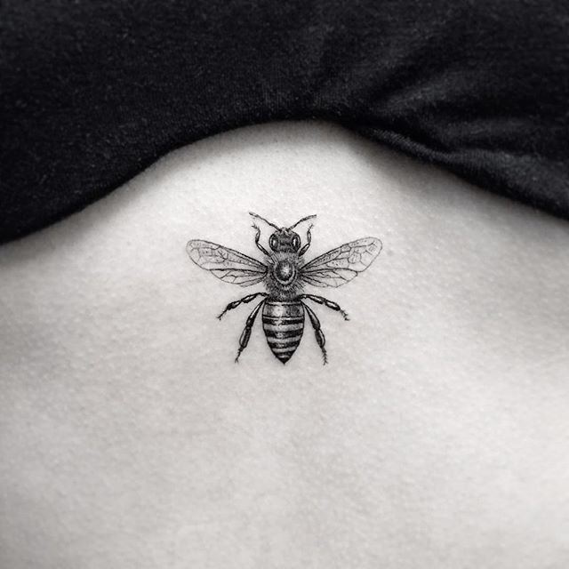 Actual Queen Bee Size Beautytatoos Insect Tattoo Bee Tattoo Meaning Ink Tattoo