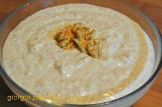 La salsa di noci è assieme al pesto, uno dei condimenti principali della cucina ligure ed è usata prevalentemente a G...