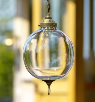 With its distinctive circular base and vintage style this #pendantlight is perfect for a bedroom, hallway or even kitchen.