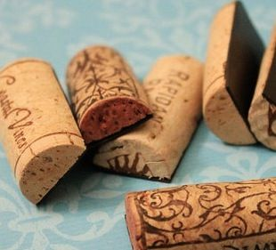 Wine Cork Magnets / great wedding DIY wedding favor / ask about using Casa Larga wine corks www.casalarga.com/weddings