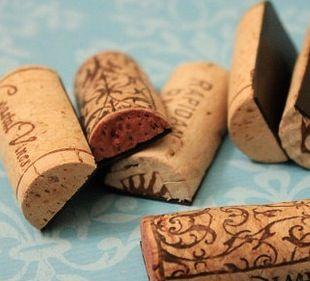 Wine Cork Magnets / great wedding DIY wedding favor / ask about using Casa Larga wine corks www.casalarga.com/weddings