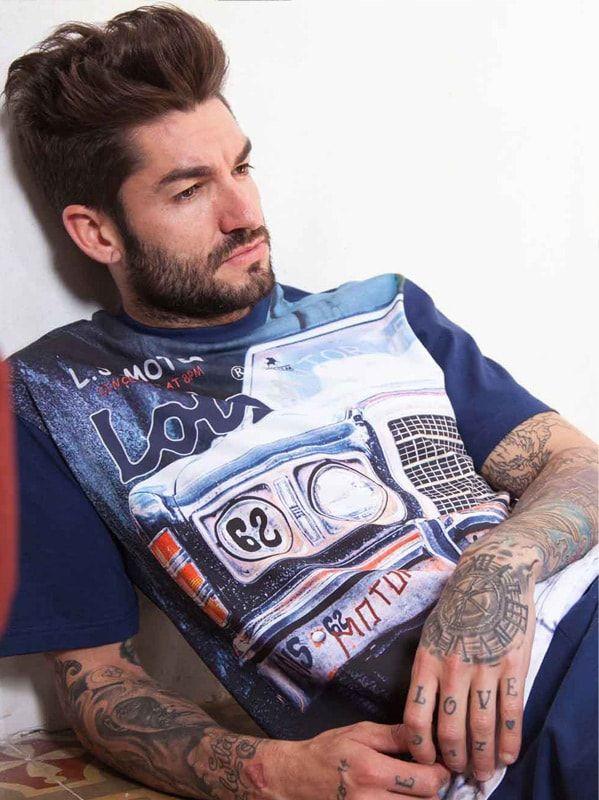 PIJAMA LOIS - Pijama informal para hombre en manga y pantalón corto. Camiseta totalmente estampada con el dibujo frontal de un coche. Algodón 100%.