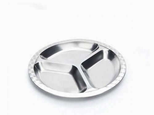 Bandeja redonda mediana de acero inoxidable. A los más pequeños de la casa les encantarán este plato con divisiones, sin miedo a que se rompan Ideal para controlar las raciones comida, para poner aperitivos y para compartir. Esta bandeaj tiene un diámetro de 24 cm.