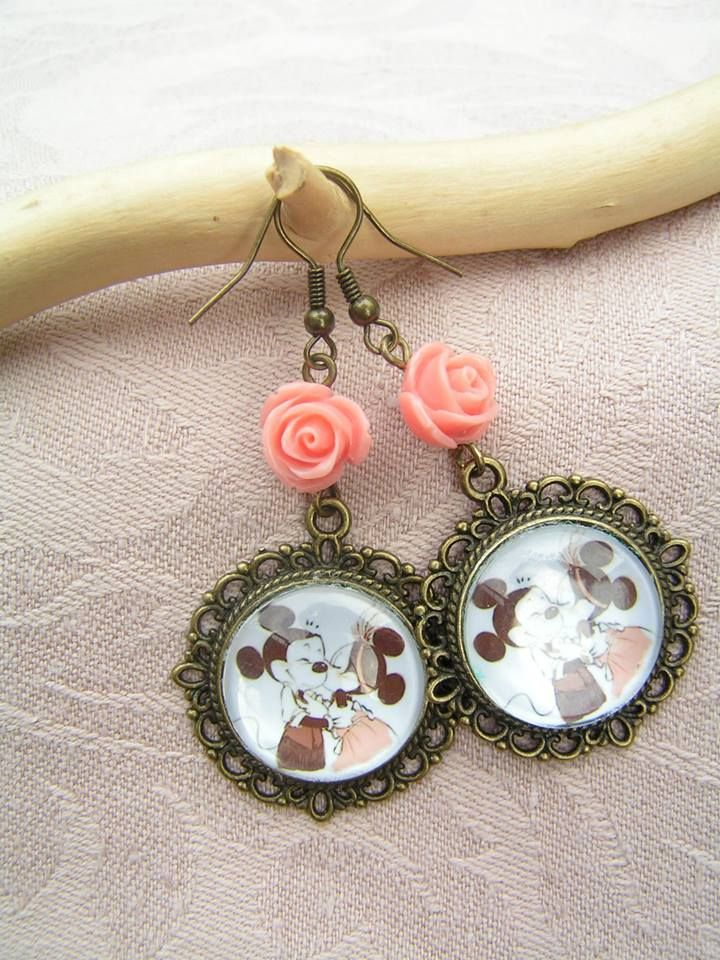 Mickey Mouse and Minnie in the 1920s  --    In this time a little bit smaller, salmon pink roses. Total length of earrings: 6 cm