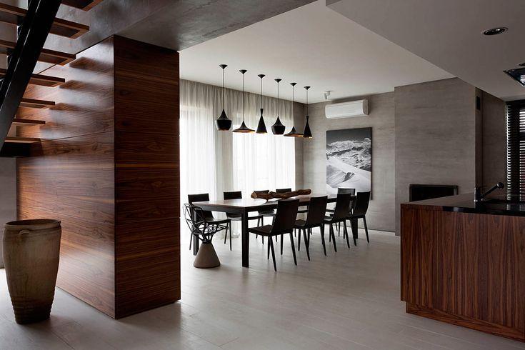 Современный дизайн интерьера дома в серо-коричневых тонах от NOTT / CURATED.ru