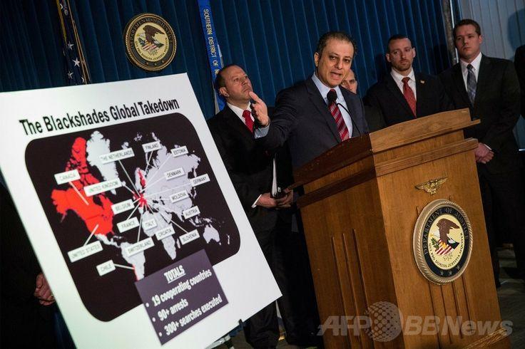 米ニューヨーク(New York)市でマルウエア(悪意のあるソフトウエア)「ブラックシェイズ(Blackshades)」関係者の一斉摘発について記者会見するプリート・バララ(Preet Bharara)連邦検事(2014年5月19日撮影)。(c)AFP/Getty Images/Andrew Burton ▼20May2014AFP|ハッキング国際捜査で100人摘発、感染50万台 http://www.afpbb.com/articles/-/3015380 #Preet_Bharara #Blackshades