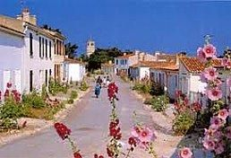 Ile d'Aix. A fun day out from our family friendly rental cottages (www.leshiboux.com)