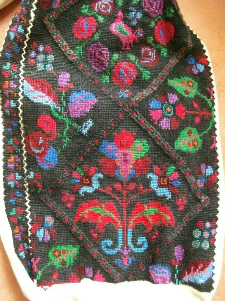 Romanian embroidered chemise from Padureni