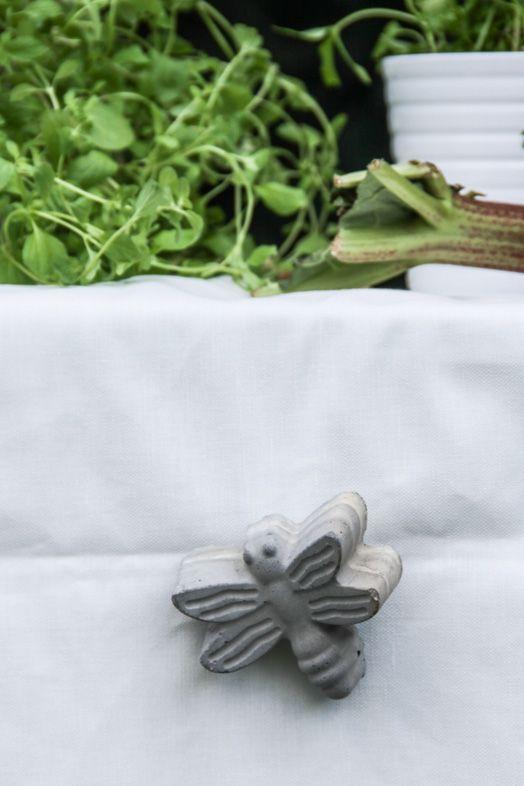 Concrete tablecloth clip