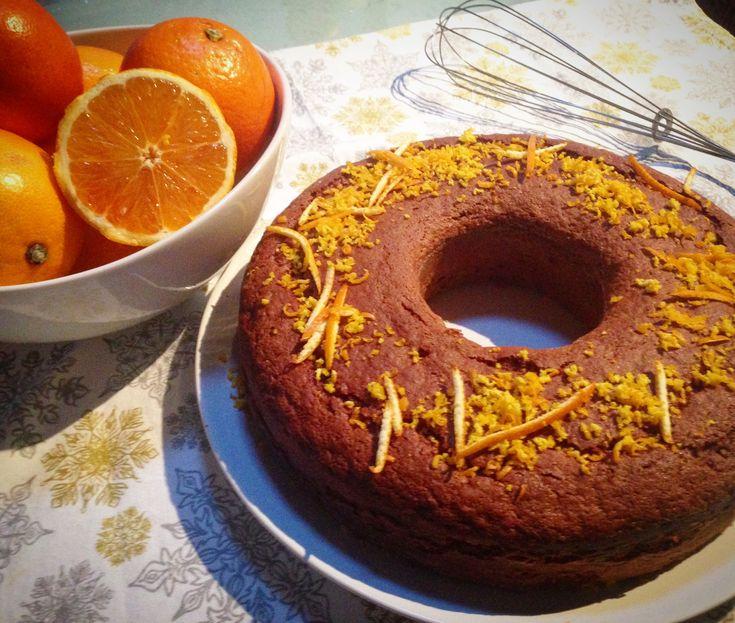 Una delizia al cioccolato con il profumo dell'arancia. Questa torta al cioccolato è una ricetta golosa, semplice da preparare e che conquisterà anche i palati più raffinati. L'accoppiata cioccolato arancio è vincente ed ormai collaudata.