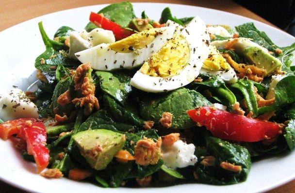 Salata de spanac cu somon si avocado