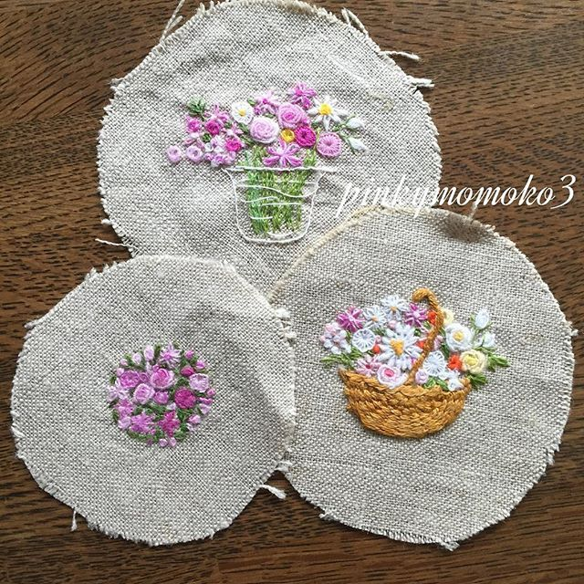 . . 大好きな花刺繍。。。 . #embroidery #embroidaryfloss #embroiderydesign #Embroiderythread #flola #flower #flowerbasket #flowerembroidery #sewing #stitch #rose #needleart #needlework #handmade #handcraft #handembroidery #手刺繍 #手仕事 #手作り #花籠 #花刺繍 #ハンドメイド #薔薇 #バラ #ばら .