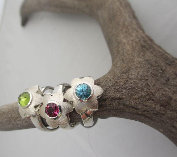 Summerflower Rings, 6mm rosecut Peridot, Rhodolite garnet and blue Topaz