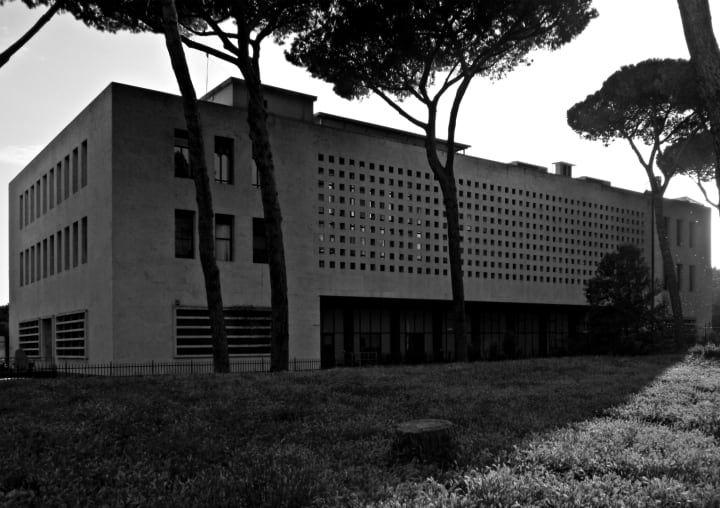 Palazzo delle Poste in via Marmorata, 1933-1935, Roma - Photo by Adriano Mura.