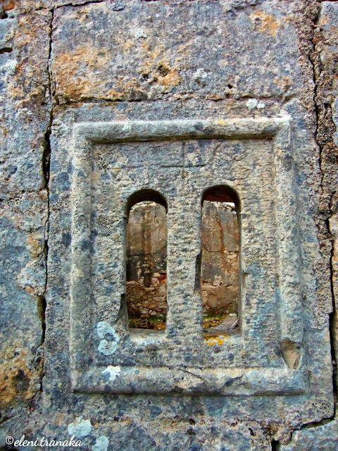 Ελένη Τράνακα: Ερείπια από το Μοναστήρι του Αγίου Ανδρέα, Μεσοβούνι Βολιμών - Ζάκυνθος / Ruins of the Monastery of St. Andrew, Mesovouni Volimes - Zakynthos