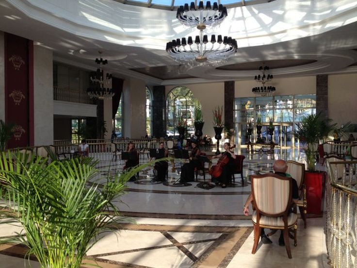 String Quartet performing Classical Music at the Lobby of Vogue Hotel Bodrum.   Vogue Hotel Bodrum lobisinde yaylı sazlar dörtlüsü klasik müzik dinletisi