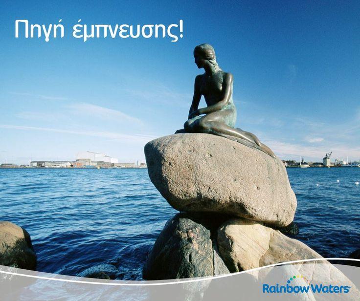 Η «Μικρή Γοργόνα», το μπρούτζινο άγαλμα που βρίσκεται στο λιμάνι της Κοπεγχάγης εδώ και 100 χρόνια, αναπαριστά την ηρωίδα του ομώνυμου παραμυθιού του Χανς Κρίστιαν Άντερσεν.  photo credits: roughguides.com