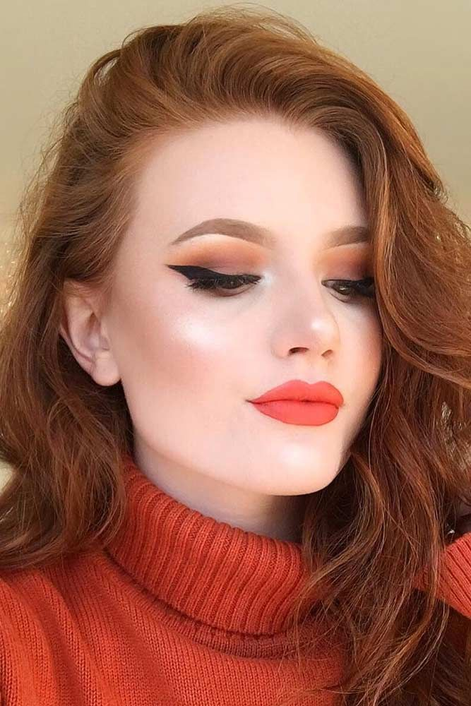 Dealing with your square face shape may be difficult at times. Unless, you follow us and know all the perfect makeup tips to make your face look flawless! #makeup #makeuplover #makeupjunkie #makeupideas