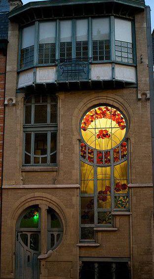 Art nouveau 6 rue du lac bruxelles porte et fen tres for Art nouveau fenetre