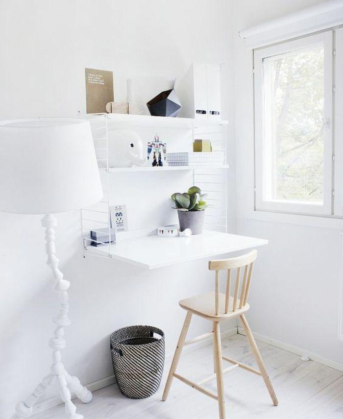 platzsparender Schreibtisch in Weiß klein aber fein