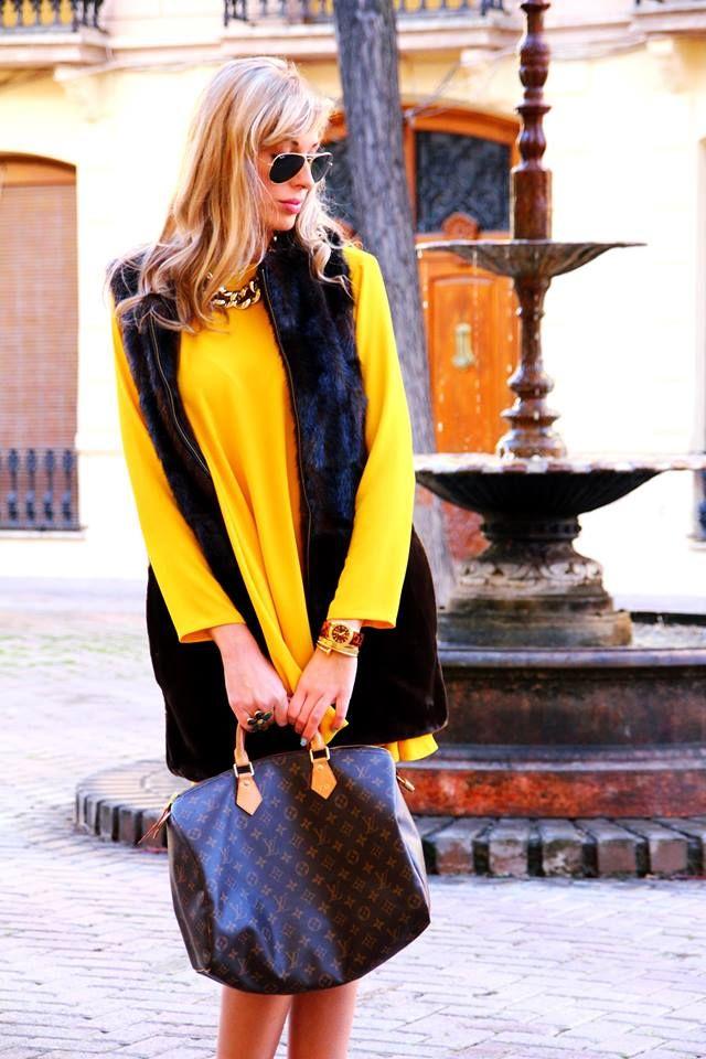 AMARILLO LIMÓN  #teresaquiroga #fashion #fashionblogger #looks #outfits #adelabelotto #yellow #amarillo #louisvuitton #marea #rayban #sfera #zara    http://www.teresaquiroga.com/2014/02/look-amarillo-limon.html