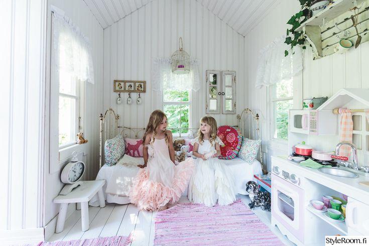 vaaleanpunainen,romanttinen,räsymatto,valoisa,leikkikeittiö