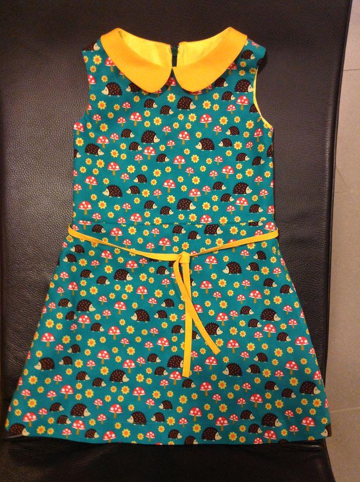 A-lijn jurk met kraagje (patroon uit Stof-voor-durf-het-zelvers - stof Norwegian Woods Hedgehoglets van bij Pindanutjes.be)